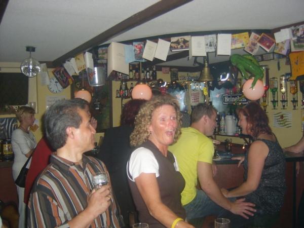 De eerste singleparty op 'een geheime plek' 18-09-2004