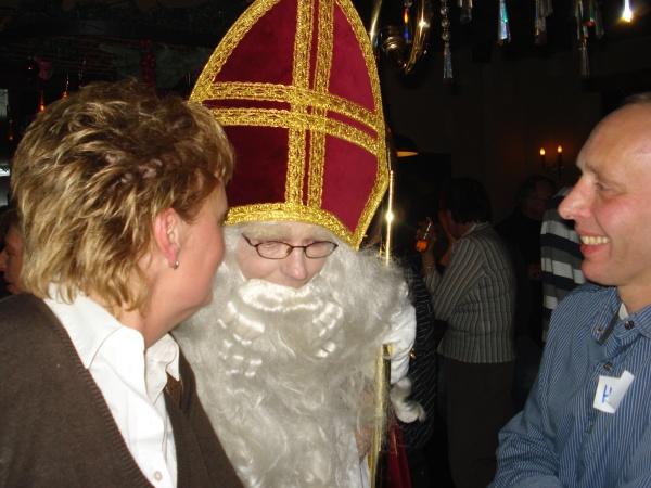 Toen was hij daar: 10 dagen te laat... De Sint met een verloren Piet en pepernoten overdatum in 't Wetshuys Almelo 15-12-2007