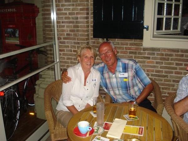 Singlesparty Wetshuys te Almelo 1-8-2008 Gezellig buiten op het terras