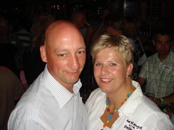 Mariska&Johan bezochten nog 1x onze singlesparty.Omdat het altijd zo gezellig is,zeiden ze!!Want zij vonden elkaar op een party in dec.2007!! Have a good life!