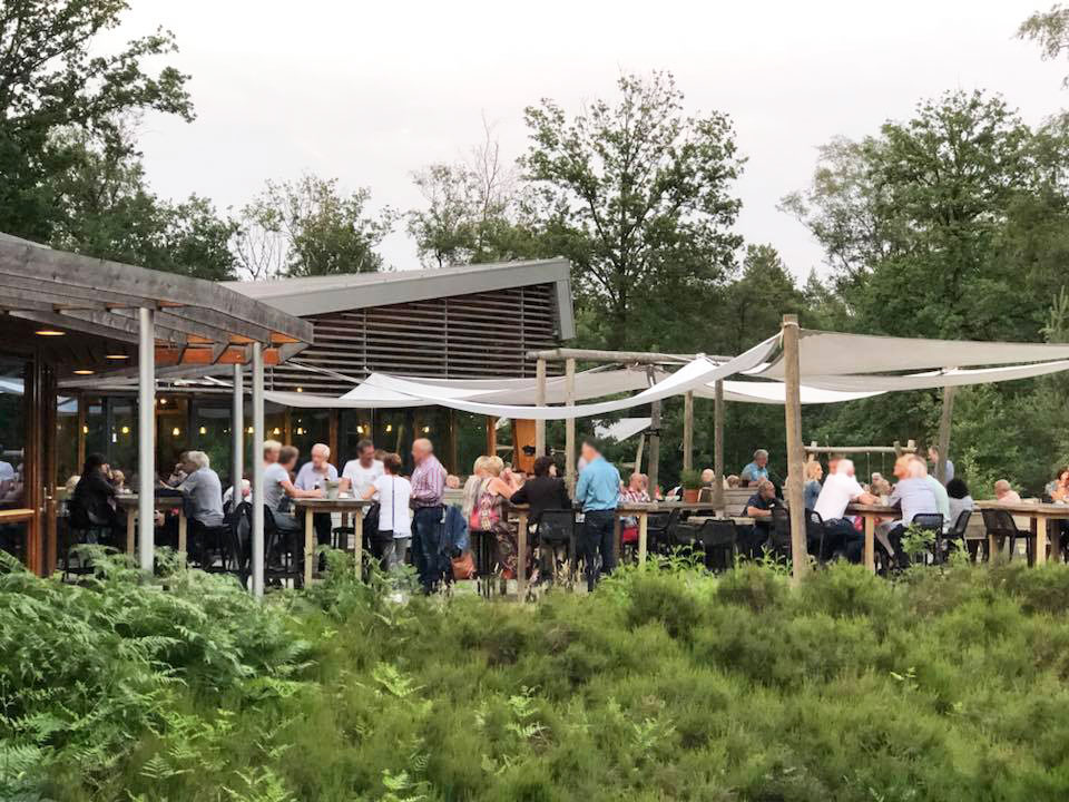 singlescafe op terras van rest.Buitengewoon Lekker Nijverdal(se berg) juni 2018