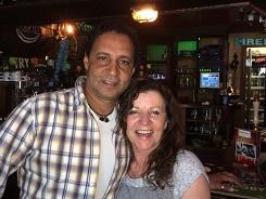 eigenaars Pyllis en Assad van Irish Pub Murphy's in Nijverdal datingoost datingsite datingbureau singlesparty singlescafe dansen deejay dating oost